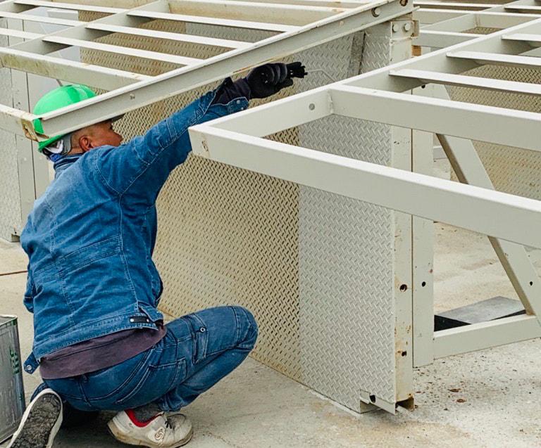 ユニットハウス整備軽作業・場内作業スタッフ